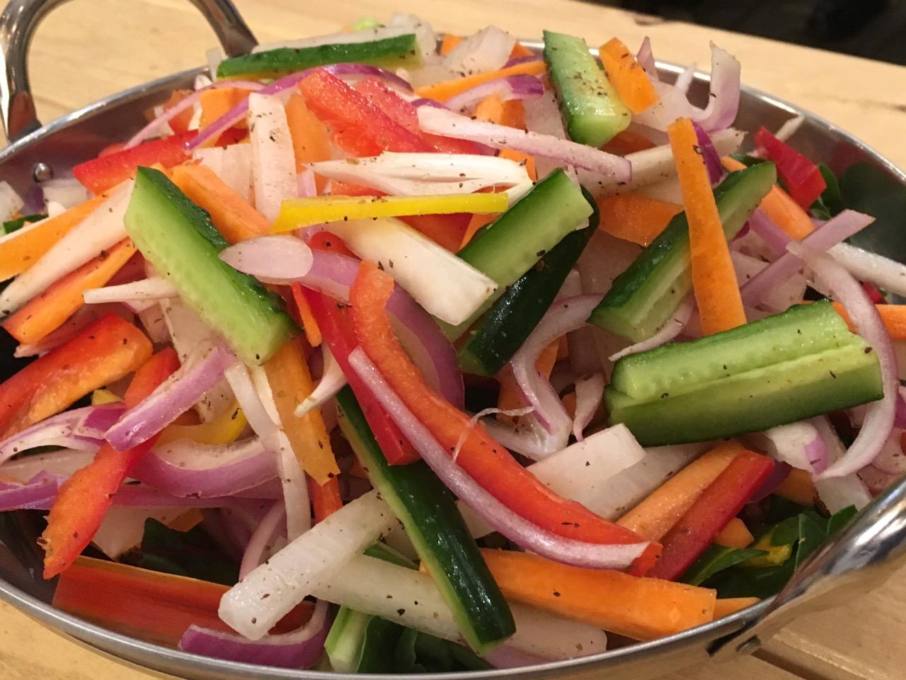 生野菜切っただけサラダ チャットマサラ、レモン和え