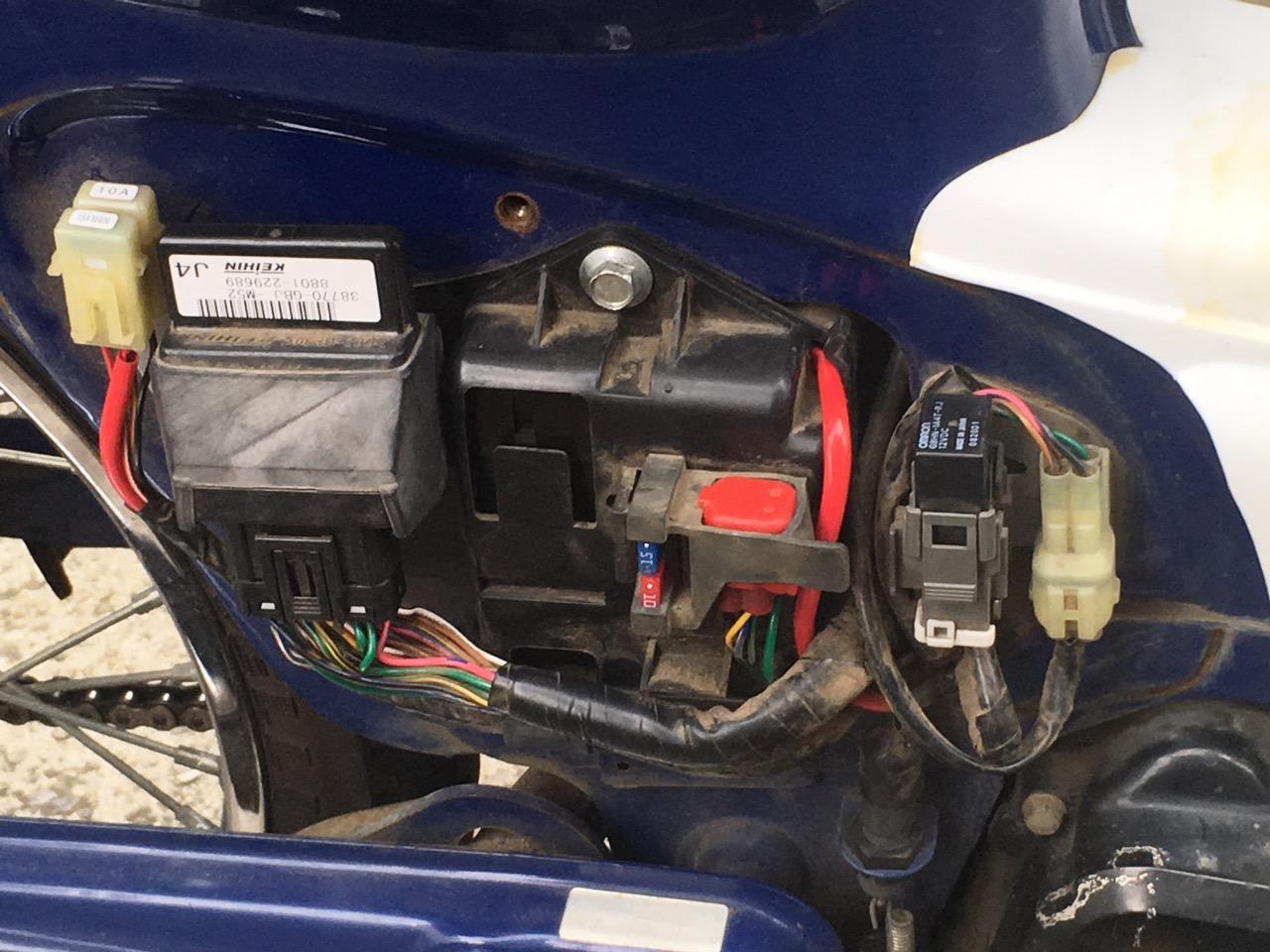 カブ バッテリーボックス